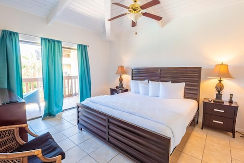 Cozy Condo in Tiki Complex With Private Beach Access