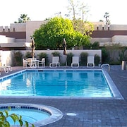 Downtown Palm Springs 2br/2bth Condo. All Inclusive. Near Golf, Tennis, Casino