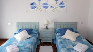 3 dormitorios, cunas o camas infantiles gratuitas, ropa de cama