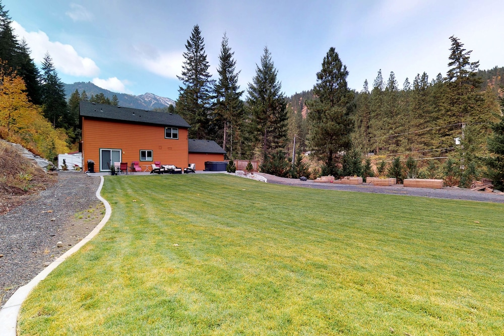 Property Grounds, Mountain View Home W/gameroom Cottage, hot Tub, & Pool Table