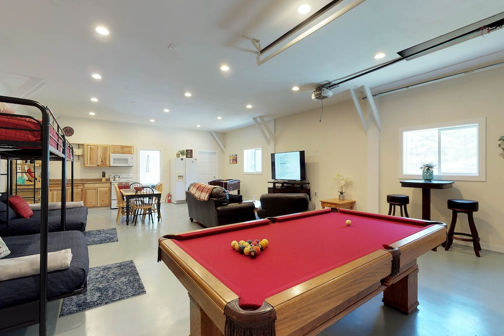 Game Room, Mountain View Home W/gameroom Cottage, hot Tub, & Pool Table
