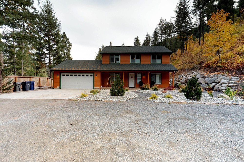 Exterior, Mountain View Home W/gameroom Cottage, hot Tub, & Pool Table