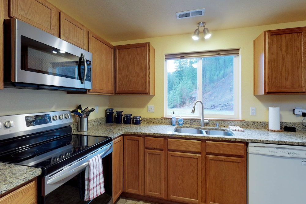 Private Kitchen, Mountain View Home W/gameroom Cottage, hot Tub, & Pool Table