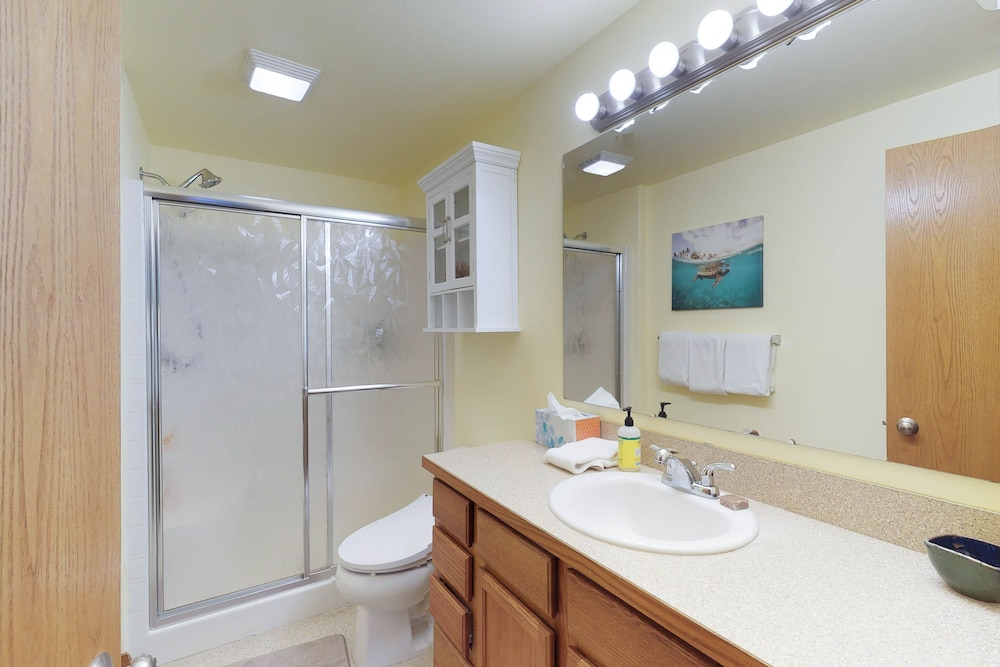 Bathroom, Mountain View Home W/gameroom Cottage, hot Tub, & Pool Table
