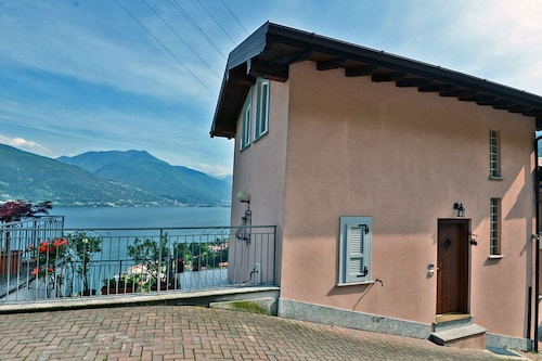 Beautifully Furnished Holiday Home With Impressive Lake View