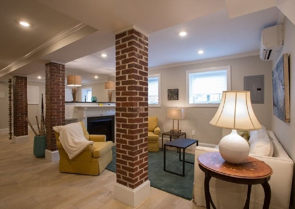 Open Exposed Brick Loft Like Apartment At Public Transit