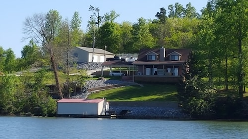 Main Channel Lake Guntersville Waterfront Home With Beautiful View & Deep Water