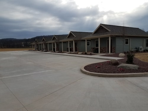 Lodge #3 - Vista Lodge - Brand New Convenient County Lodging Near Ricketts Glen