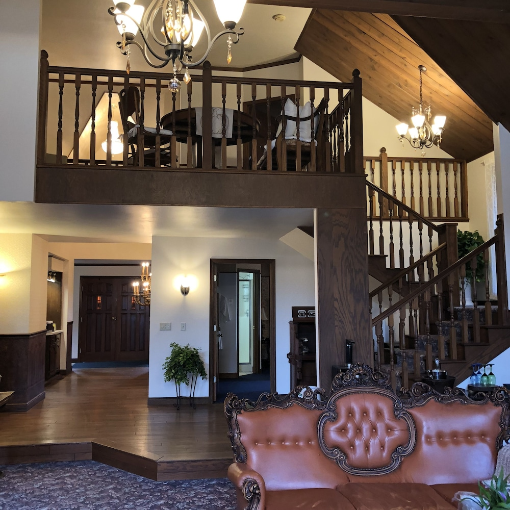Interior, Otter Creek Inn Fireplace and Jacuzzi Suites