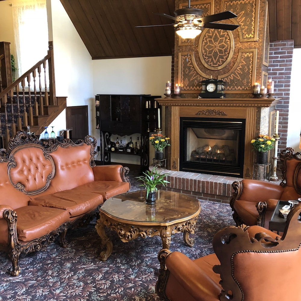 Interior Detail, Otter Creek Inn Fireplace and Jacuzzi Suites