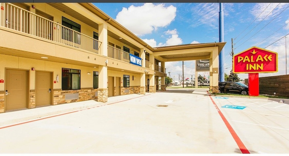 Property Entrance, Palace Inn Conroe