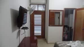 Zimmersafe, individuell eingerichtet, Bettwäsche