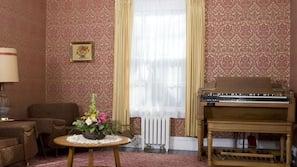 TV, DVD player, books, stereo