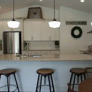 New Construction! Fully Furnished Vacation Home Minutes From Siesta Key Beach