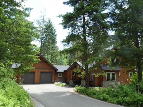 Suncadia Home Sleeps 12 ~ Secluded B/yard w Great Patio, Hot Tub, Fire Pit