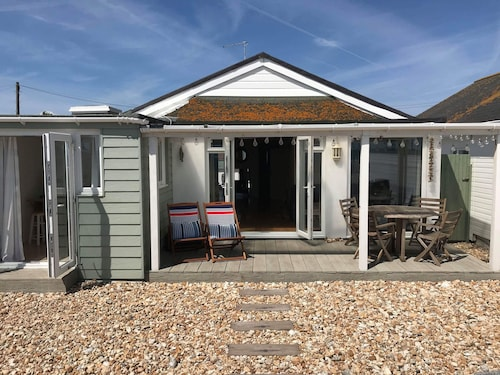 Idyllic Railway Carriage Beach House in the Historic Sussex Village of Pagham