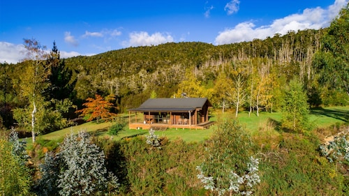 Triple Tui - Log Cabin, Self Contained, River Side