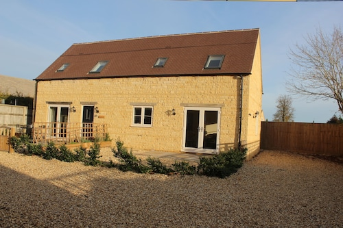 Lovely Cotswold Holiday Barn Within Walking Distance of Restaurants/shops