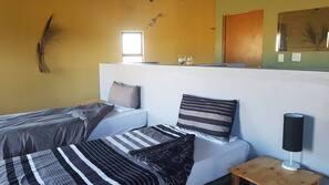 1 Schlafzimmer, Schreibtisch, Bügeleisen/Bügelbrett