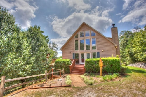 Great Place to stay Heart of Wine Country 4 Bedrooms 3 Bathrooms Home near Dahlonega