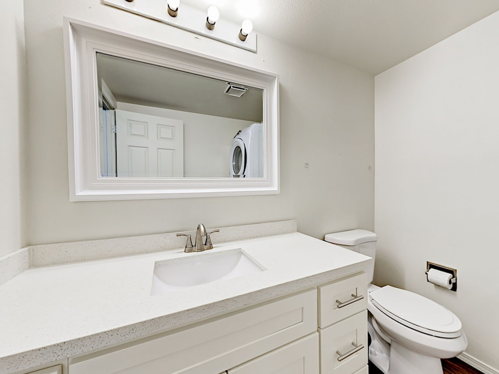 Bathroom, Updated 3br Near Downtown & Airport 3 Bedroom Duplex
