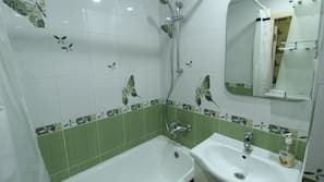 Combined shower/tub, deep soaking tub, free toiletries, hair dryer
