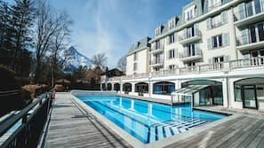 Outdoor pool, open 10 AM to 8 PM, pool loungers