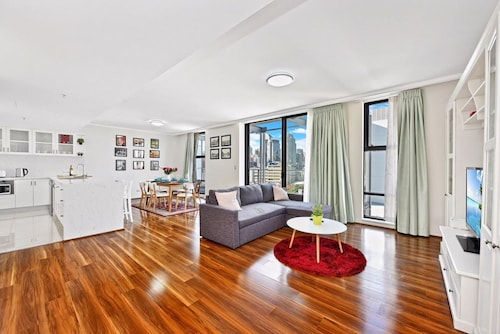 Deluxe Sydney Central Penthouse with Pool and Gym