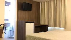 Cofres nos quartos, cortinas blackout, Wi-Fi de cortesia, roupa de cama