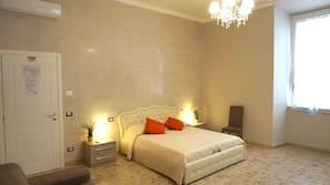 Egyptian cotton sheets, down duvet, desk, free WiFi