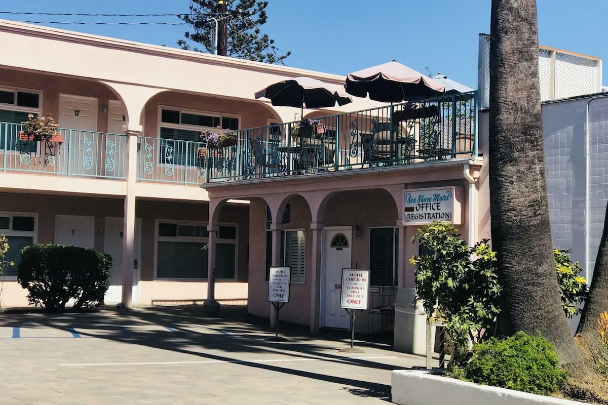 Sea Shore Motel*