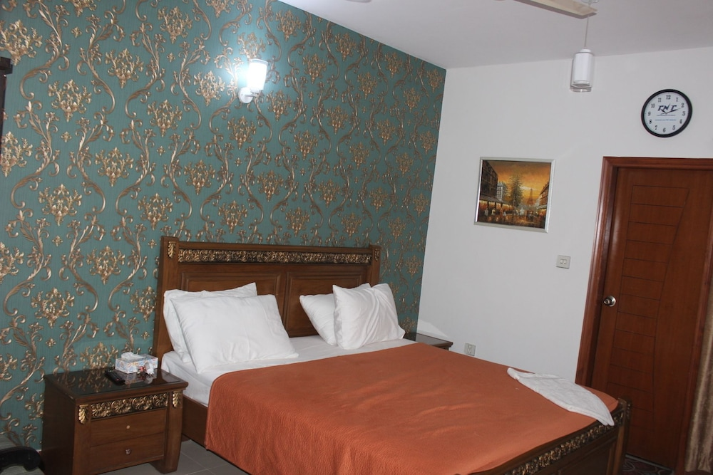 Room, Service Apartments Karachi