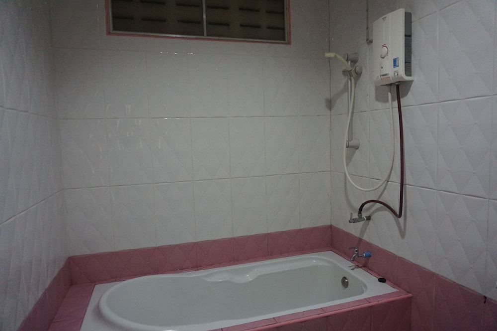 Deep Soaking Bathtub, My House Resort  Satun