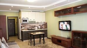 Schreibtisch, Bügeleisen/Bügelbrett, kostenlose Zustellbetten