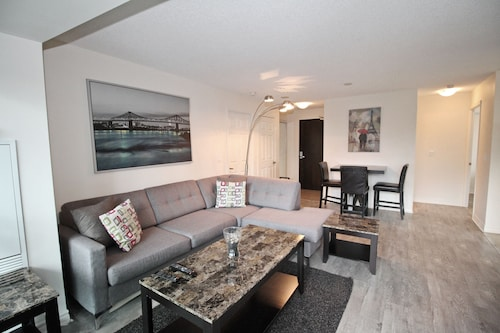 Great Place to stay Executive 3BR next to Scotia Arena near Toronto