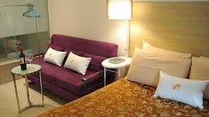 手提電腦工作空間、窗簾、熨斗/熨衫板、免費 Wi-Fi