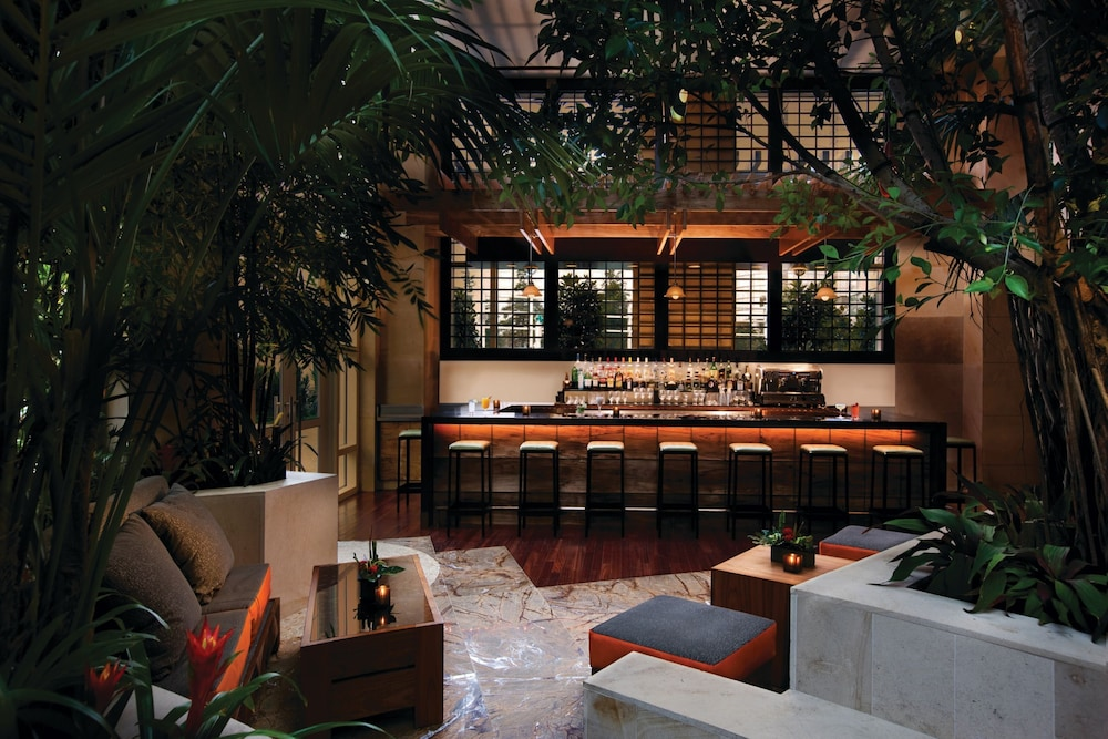 Bar, The Water Club