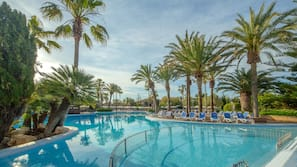 2 indoor pools, 4 outdoor pools, open 8:00 AM to 8:00 PM, pool umbrellas