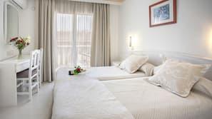 Daunenbettdecken, Zimmersafe, individuell dekoriert, Schreibtisch