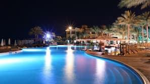 11 outdoor pools, pool umbrellas, pool loungers
