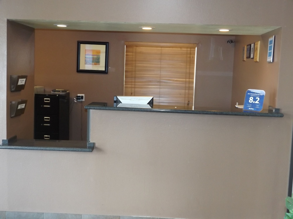Concierge Desk, Suburban Extended Stay