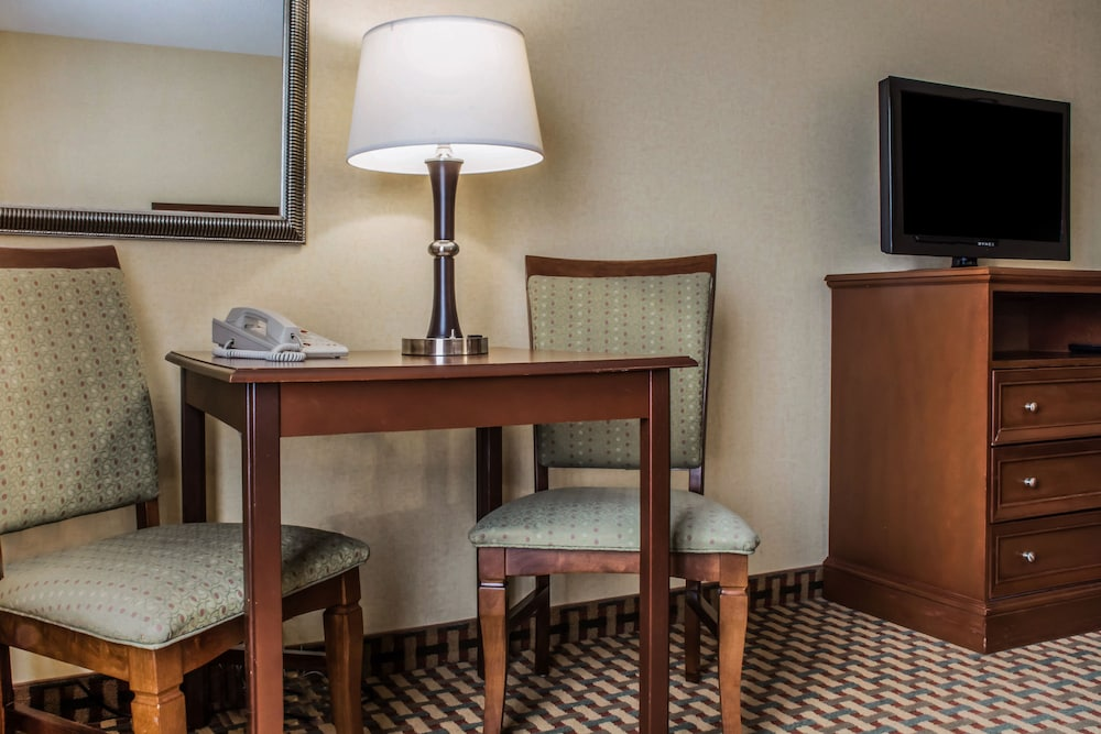 Room, Comfort Inn & Suites Farmington - Victor