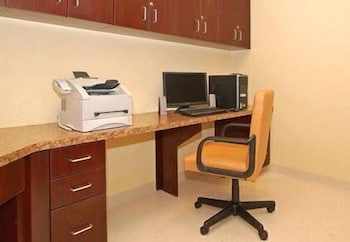 Business Center, Comfort Inn & Suites Farmington - Victor