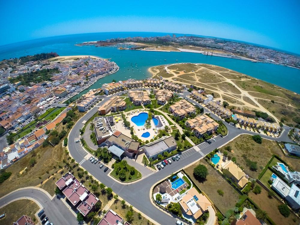 Hotel Vitors Village