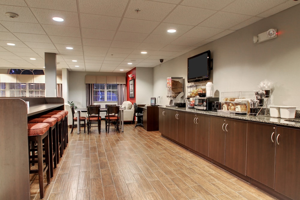 Breakfast Area, Microtel Inn & Suites by Wyndham Tuscaloosa/Near University