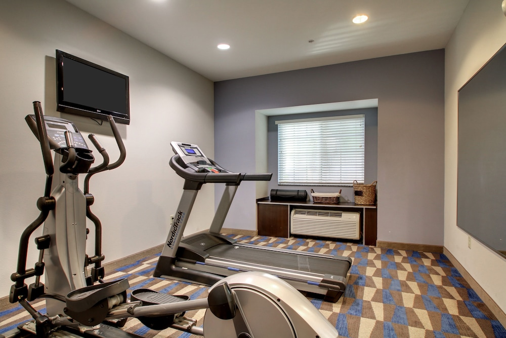 Fitness Facility, Microtel Inn & Suites by Wyndham Tuscaloosa/Near University
