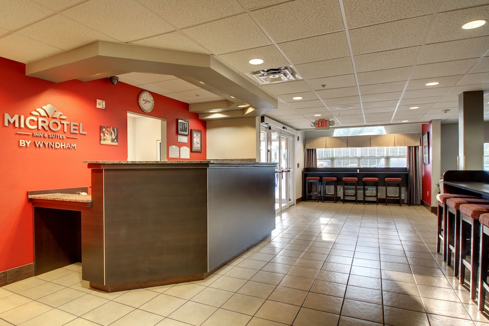 Reception, Microtel Inn & Suites by Wyndham Tuscaloosa/Near University