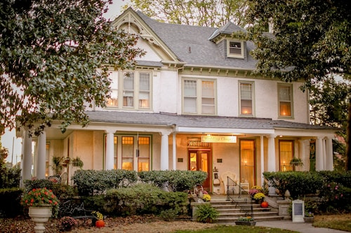 Great Place to stay The Magnolia House Inn & The Wedding Chapel near Hampton