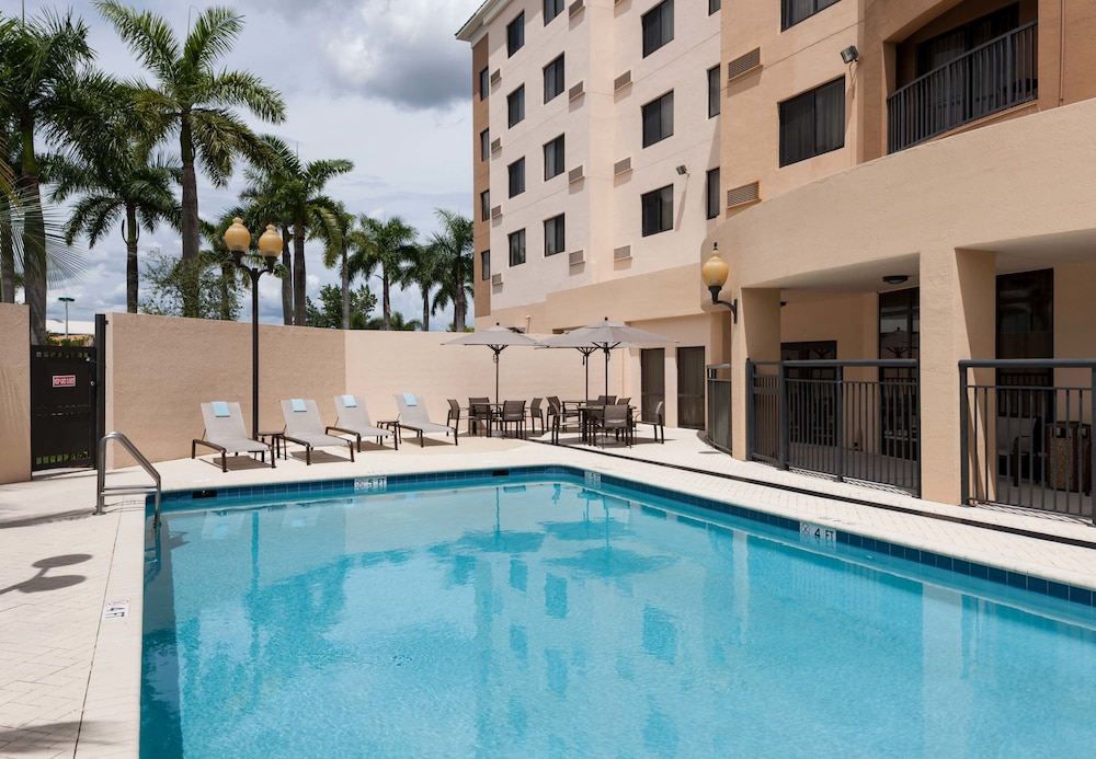 courtyard by marriott miami at dolphin mall reviews. Black Bedroom Furniture Sets. Home Design Ideas