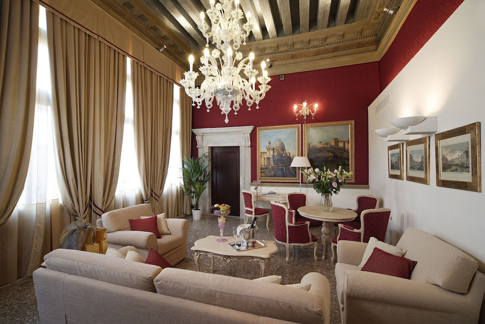 Living Area, Ruzzini Palace Hotel